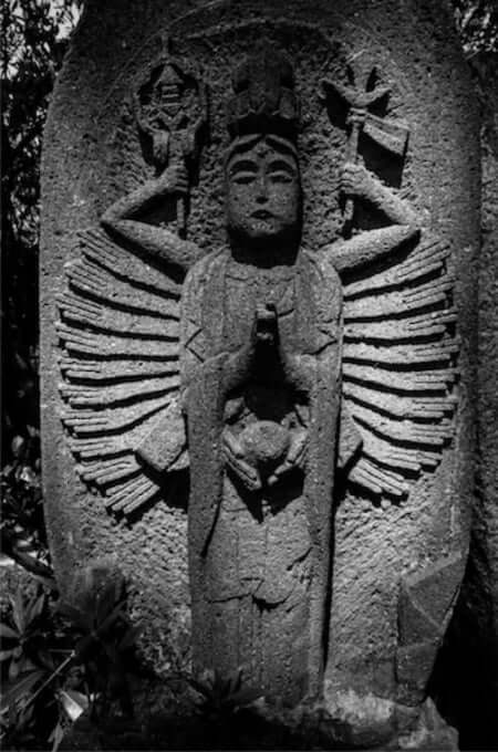 千手観音菩薩(宝泉寺の石仏)