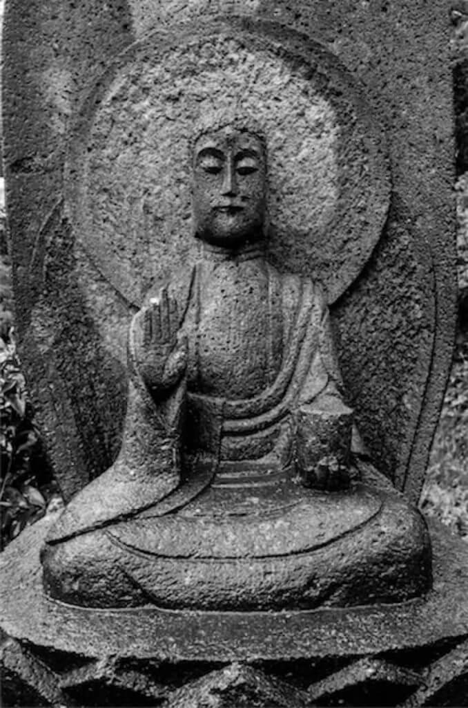薬師如来(宝泉寺の石仏)