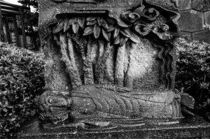 仏涅槃(宝泉寺の石仏)