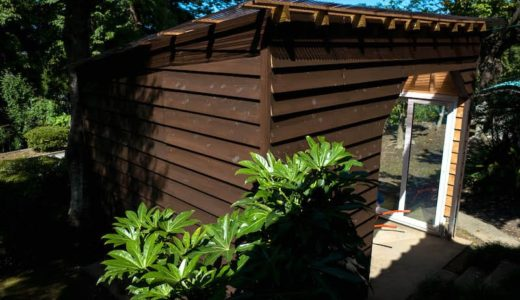 護摩木をつくる作業小屋