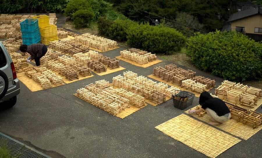 護摩木の洗浄と乾燥