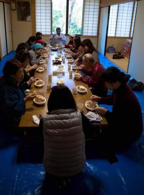 みんなで昼食 金沢宝泉寺