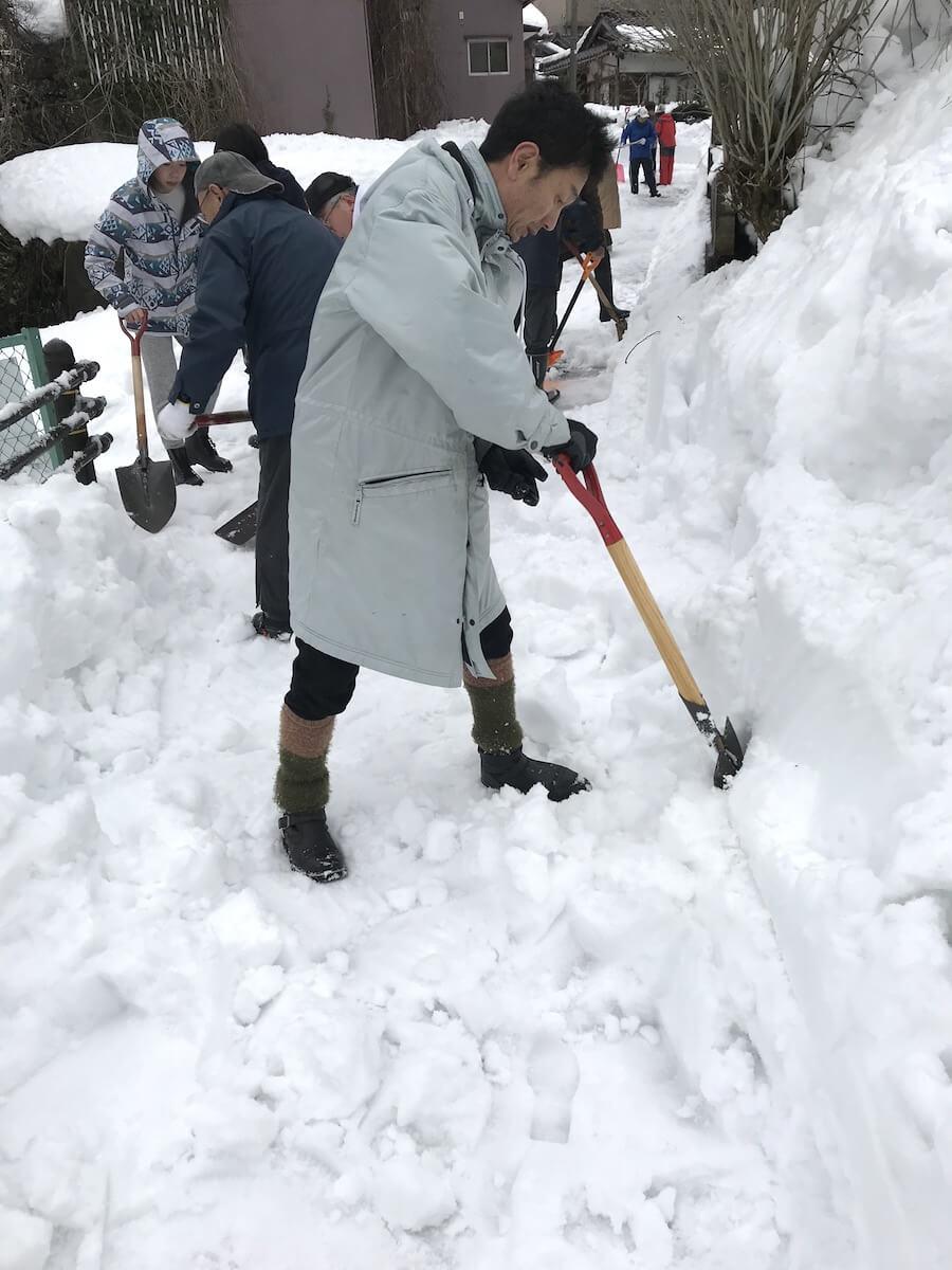 子来町一斉雪かき
