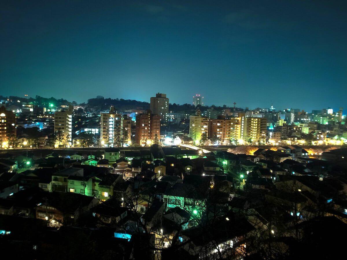 宝泉寺境内から見た百万石の城下町金沢の夜景