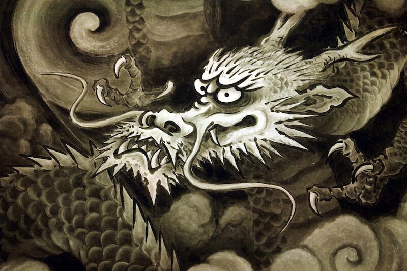 金沢城の鬼門に向かってにらみをきかす龍(「臥竜山」金沢市卯辰山)